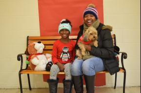 MacArthur students, parents and staff participated in the annual Take a Picture with Your Pet.